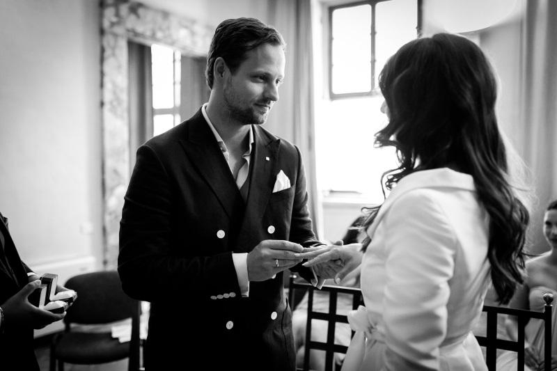 Wedding exchange of the rings - wedding planner Siena