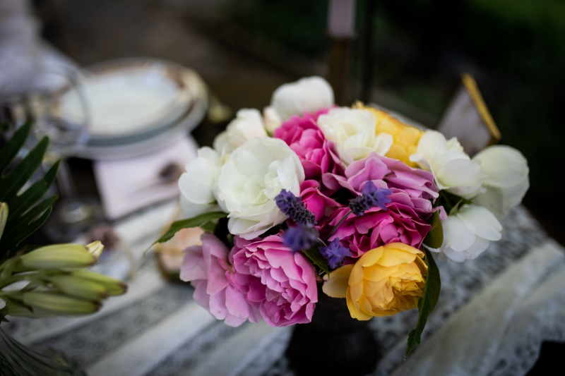 Colorful wedding with centerpiece of heathers - wedding planner siena