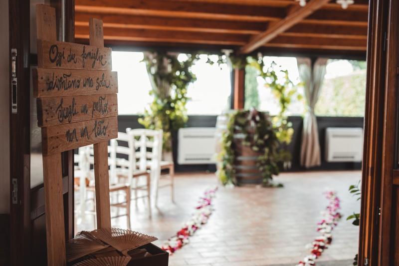 Wine wedding ceremony - barrel as table ceremony - wedding planner siena