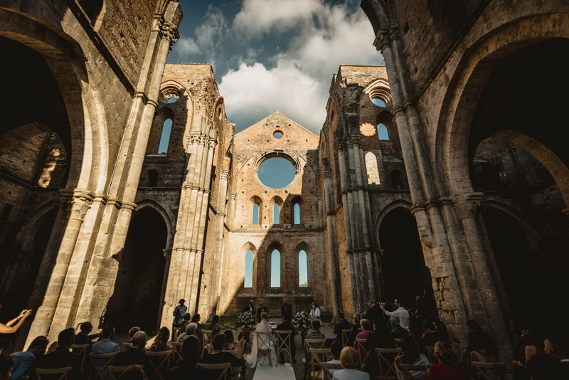 Civil wedding in San Galgano abbey in Siena Tuscany