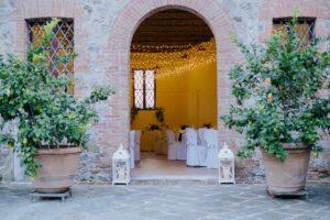 Romantic wedding luncheon indoors with fairy lights - wedding planner tuscany