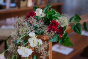 Church flower decoration on the benches - wedding planner tuscany