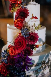 Tiered wedding cake with red and blu touches - filipino wedding planner Siena Tuscany