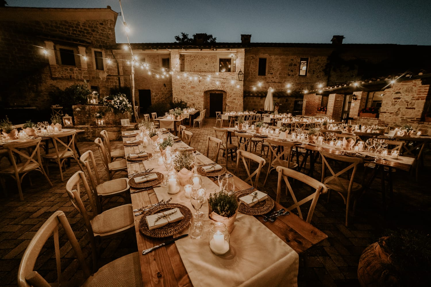 Rustic outdoor wedding in Tuscany